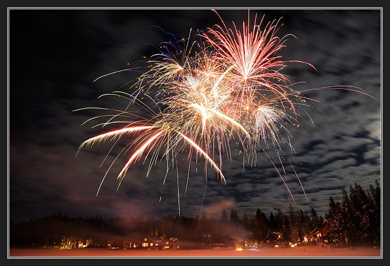New Years fireworks over Lake Dulzura at Serene Lakes-17f 12-31-12