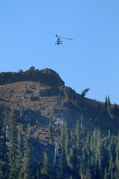 heavy-lift-helicopter-carrying-lift-tower-head-for-crows-lift-at-sugar-bowl-19-10-19-13